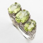 Silver filigree ring with Peridot