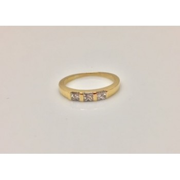 18ct Gold Ring set with 3 Square Diamonds
