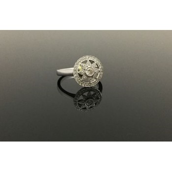 18ct Floral Diamond Ring